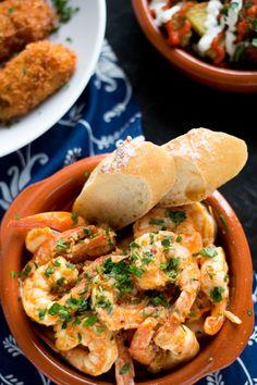 Garlic Shrimp (Gambas al Ajillo) are a classic Spanish tapas dish. - Garlic Shrimp (Gambas al Ajillo) are a classic Spanish tapas dish. Succulent shrimp in a spicy garl - Tapas Recipes, Seafood Recipes, Cooking Recipes, Healthy Recipes, Tapas Ideas, Cafe Recipes, Party Recipes, Fish Recipes, Yummy Recipes