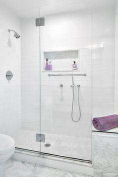 Get inspired by Traditional Bathroom Design photo by Clean Design Partners. Wayfair lets you find the designer products in the photo and get ideas from thousands of other Traditional Bathroom Design photos. White Subway Tile Shower, Subway Tile Showers, Bathtub Shower Combo, Shower Floor, Eclectic Bathroom, Bathroom Interior Design, Modern Bathroom, Bad Inspiration, Bathroom Inspiration