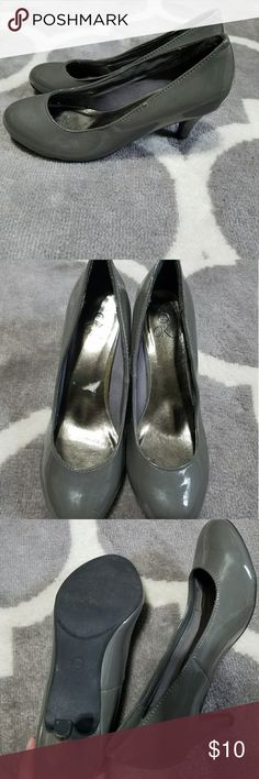 It's ok gray pumps Gray, size 5.5, like new! Shoes Heels