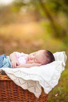outdoor newborn photography_Olga Vuscan