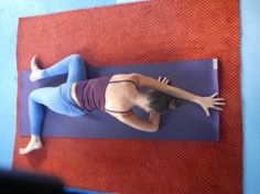 Yoga post on 10 hip opening-lower chakra opening poses. Yoga Régénérateur, Yoga Yin, Yoga Kundalini, Yoga Flow, Yoga Meditation, Yin Yoga Poses, Christian Meditation, Pilates Yoga, Pilates Reformer