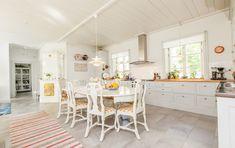Minienergihus i 1800-talsstil - XNvillan Villa, Kitchen, Table, Furniture, Design, Home Decor, Cooking, Decoration Home, Room Decor