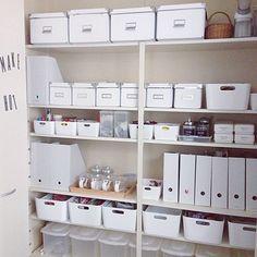 女性で、3LDKの整理収納部/パントリー/収納/キッチン収納/キッチンについてのインテリア実例を紹介。「パントリー整理途中経過。IKEAと無印のケースを追加したので、だいぶ統一感出てきたかな☻」(この写真は 2014-05-03 13:54:50 に共有されました)