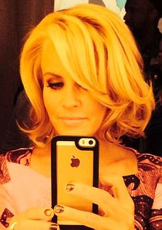 Jenny McCarthy is rocking a bob -- and we love it!