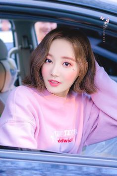 dedicated to female kpop idols. South Korean Girls, Korean Girl Groups, Daisy, Bts And Exo, Cute Beauty, Popular Music, Beautiful Asian Girls, Girls Generation, Asian Woman