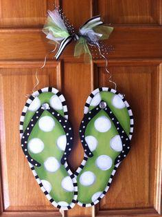 16 Ideas Door Wreaths Spring Flip Flops For 2019 Burlap Crafts, Wooden Crafts, Diy Crafts, Wooden Art, Summer Deco, Flip Flop Craft, Decorating Flip Flops, Flip Flop Wreaths, Painting Burlap