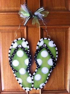 Flip flop door hanger -- cute alternative to a wreath!