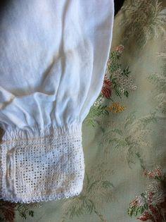 Lite brukt sognebunadsskjorte til dame. Denne skjorten kan brukes av damer i str S og. Kan gjerne møtes og dere får prøvd den. Er ofte i Sogn. Dvs kjører en del fra Bergen til Sogn. Nydelig brodering. Head Pieces, Aprons, Norway, Vest, Handmade, Shirts, Beauty, Hand Made, Apron Designs