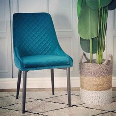 More new product – this is the Aston Velvet chair in Teal , available in four more jewel colours , with elegant diamond stitch …. classic dining detail Source by blueboneimports Jewel Colors, Colours, Interior Styling, Interior Design, Dining Chairs, Dining Room, Wholesale Furniture, Elegant, New Product
