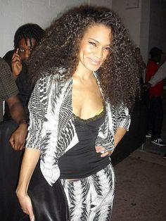 isadora mendez_urban bush babe_ love her hair & her personality. hashtag: long natural hair