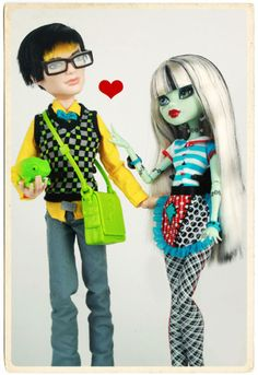 I just love the way these 2 go together. I need more boy dolls! Monster High House, Monster High Art, Love Monster, Monster High Dolls, Season Of The Witch, Boy Doll, Romantic Couples, Aesthetic Art, To My Daughter