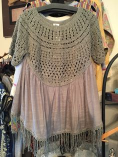 Love the neutral color of this top from Ivy Jane! So breezy and flowy, but can be worn year 'round...