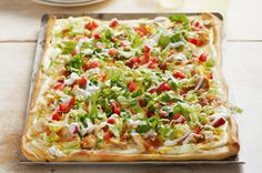 Get all the flavors of a delicious club sadnwich in every bite of Chicken Club Pizza. This Chicken Club Pizza features chicken, bacon, lettuce and tomato. Pizza Recipes, Chicken Recipes, Cooking Recipes, Recipe Chicken, Party Recipes, Dinner Recipes, Chicken Club, Chicken Bacon, Chicken Pizza