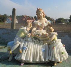 Enfants de Lady Figurine marqué Dresde allemand victorien dentelle mère de porcelaine