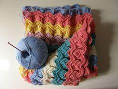 Free Ravelry Vintage Fan stitch http://www.ravelry.com/patterns/library/vintage-fan-ripple-stitch-pattern