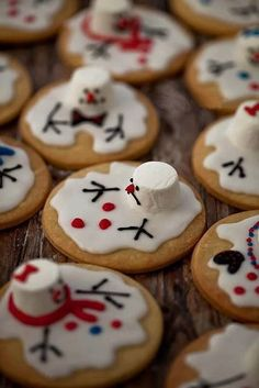 Christmas - Fun Food/Melting Snowmen Cookies for Janet's cookie swap? Noel Christmas, Christmas Goodies, Christmas Desserts, Holiday Treats, Holiday Recipes, Aussie Christmas, Holiday Cookies, Summer Christmas, Funny Christmas