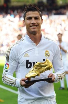 Cristiano Ronaldo with golden cleat award of 2013