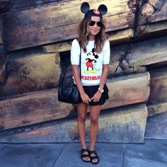 Julie Sarinana of Sincerely Jules wants the world to know that she is a Mickey fan. Cute Disney Outfits, Disney World Outfits, Disneyland Outfits, Disney Inspired Outfits, Disney Style, Cool Outfits, Disney Fashion, Scene Outfits, Disneyland Outfit Summer