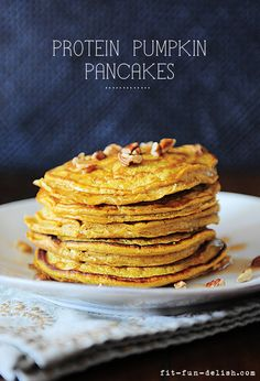 Protein Pumpkin Pancakes - made with oats & egg whites. Only 276 calories for the entire batch!