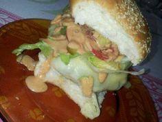 O Sanduíche Natural de Frango Bem Temperado é delicioso, prático e perfeito para as horas em que bate aquela fominha e não temos tempo de fazer uma refeiçã