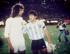 Kempes & Maradona. Amistoso Argentina Juvenil v Valencia CF (1-1). Estadio Monumental, BB.AA. 1979