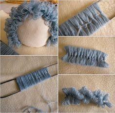 Step by Step Wool Felt Doll Hair - Spielzeug Fabric Doll Pattern, Fabric Dolls, Doll Patterns, Yarn Dolls, Knitted Dolls, Crochet Dolls, Doll Wigs, Doll Hair, Doll Crafts