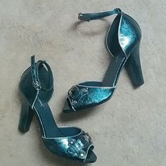 """Jomax West Teal Buckle Ankle Strap Heels Shoes 6 Jomax Brand Worn once,  if at all... Don't recall ever wearing,  just trying on West Open Toe Heels  Adjustable Ankle Straps Buckle Design Front Teal """"Watercolor"""" Style print Silver Toned Hardware Made of Quality Man Made Materials Size 6, size indicated in front upper part of the shoes where the style West, is indicated.   Will come in a dust bag Ask questions Jomax Shoes"""
