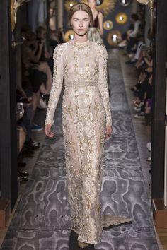Le défilé Valentino haute couture automne-hiver 2013-2014 @}-,-;--