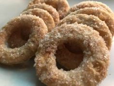 Deilige småkaker. Onion Rings, Doughnut, Ethnic Recipes, Desserts, Food, Tailgate Desserts, Deserts, Essen, Postres
