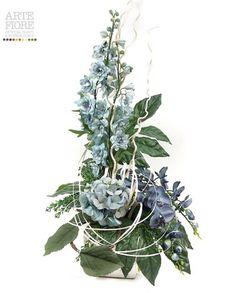 Composizione floreale fiori artificiali in tessuto:Ortensie e Delphinium azzurri