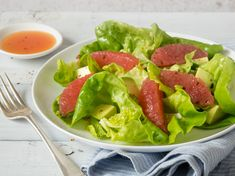 With a lime-honey dressing. The combination of avocado and grapefruit makes a refreshing salad that is best served at the end of the meal. Peanut Free Foods, Grapefruit Salad, Free Meal Plans, Vegetarian Paleo, Lettuce, Pasta Salad, Meal Planning, Avocado, Honey Dressing