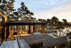 Kawau is a holiday home for a family of four on Kawau Island, New Zealand. Dorrington Atcheson Architects has completed this house in Architecture Design, Australian Architecture, Japanese Architecture, Sustainable Architecture, Residential Architecture, Copper House, Minimalist Landscape, Courtyard Design, House Deck