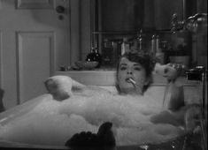0 bath time - jean peters in Pickup on South Street (1953)