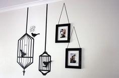 10. cage oiseau et cadres suspendus