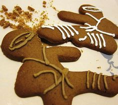 Gingerbread Ninja Cookie Cutters / Fred & Friends Ninjabread Men is an innovatively designed cookie cutter set. The 3 different cutters are in classic ninja attack poses. http://thegadgetflow.com/portfolio/gingerbread-ninja-cookie-cutters/