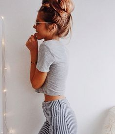 Pinned onto 2018 winter outfits Board in 2018 winter outfits Category Casual Outfits, Cute Outfits, Fashion Outfits, Spring Summer Fashion, Spring Outfits, Fashion Fall, Spring Style, Winter Outfits, Poses