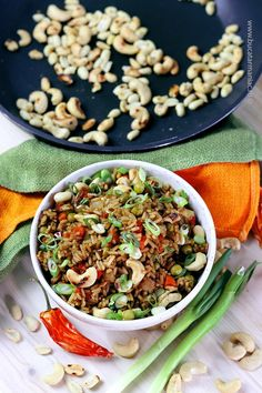 Orez prăjit în stil chinezesc Diet Salad Recipes, Healthy Recipes, Healthy Meals, Lemon Garlic Chicken, Low Calorie Diet, Gnocchi, Slow Cooker, Food And Drink, Rice