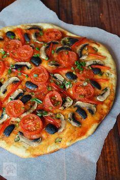 Pizza de post | CAIETUL CU RETETE Pizza Recipes, Vegan Recipes, Cooking Recipes, Vegan Food, Easy Recipes, Romanian Food, Romanian Recipes, Yummy Food, Tasty
