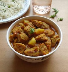 Soya chunks potato curry recipe - quick and easy curry using soya chunks or mealmaker with potatoes. Good side dish for chapatis or pulao.
