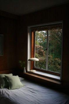Cozy bedroom corner - New ideas Bedroom Corner, Cosy Bedroom, Bedroom Decor, Dream Rooms, Dream Bedroom, Interior And Exterior, Interior Design, Window View, Through The Window
