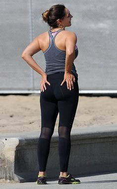 Kelly Brook was pictured being put through a vigorous exercise regime by a private trainer as she hit the beach in Los Angeles. • Celebrity WOTNOT --------------- For further information on these stories and images please visit www.celebritywotnot.com. These Images are ©Atlantic Images. No use without permission.