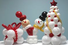 Ahh... such a sweet #Christmas #BalloonDecor! Gotta love the twin snowmen with their cheerful smiles. :-)