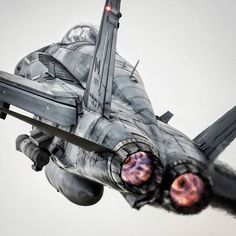 Royal Canadian Air Force F& Hornet (📸: http:& Jet Fighter Pilot, Air Fighter, Fighter Jets, Military Jets, Military Aircraft, Bomba Nuclear, F18 Hornet, Canadian Army, Jet Plane