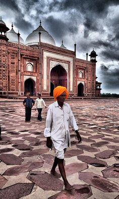 Hindu Temple - Religious Hindu man with orange Turban, India