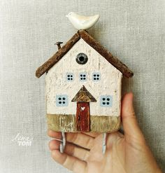 Reclaimed wood miniature house with ceramic bird assemblage art Driftwood Crafts, Wooden Crafts, Crafts To Sell, Diy And Crafts, Arts And Crafts, Christmas Wood, Christmas Crafts, Small Wooden House, Ceramic Houses