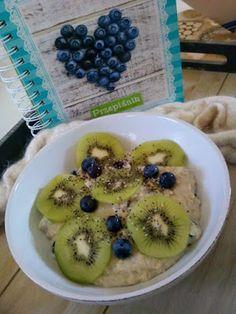 Czary w kuchni- prosto, smacznie, spektakularnie.: Owsianka z kiwi i jagodami Kiwi, Tasty, Lunch, Healthy, Lunches, Health
