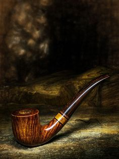 Elliott The Parting Shot pipe, shown in Pipes & Tobacco Magazine