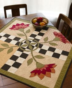 Urban Country Quilts: 15 Projects For The Home: Jeanne Large, Shelley Wicks: 9781604680683: Books - Amazon.ca