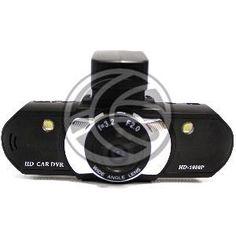 Cámara de deportes y acción pensada para la captación de vídeos de alta calidad y con grandes dosis de acción. Modelo pensado para instalar en un vehículo o coche. Se instala en la parte interior del cristal parabrisas del coche. Cámaras resistentes a la acción y el movimiento. Pensadas para tomar vídeos FullHD de alta calidad. Modelo compatible 1080P con sensor CMOS de 5 megapixels y con pantalla de visualización.