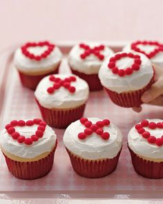 Valentines Day X's and O's Cupcakes! Happy times with kids call for cheerful cupcakes. Easier to serve than cake, cupcakes require no slicing, no plates, and no forks -- and every child gets her fair share of icing. Valentines Day Food, Valentine Day Cupcakes, Holiday Cupcakes, Valentine Treats, Valentine Day Love, Valentine Day Crafts, Holiday Treats, Holiday Recipes, Heart Cupcakes